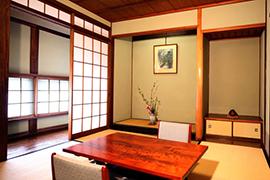 6畳の和室「井山」の間